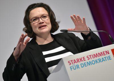 Foto: Andrea Nahles spricht zum SPD-Frauensalon anlässlich des Internationalen Frauentags.