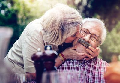 Symbolfoto Thema Rente: Glückliches Rentnerpaar