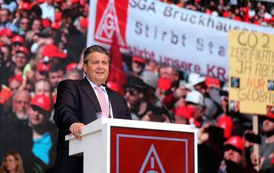 Foto: Sigmar Gabriel spricht in Duisburg auf der Kundgebung der Stahlarbeiter.
