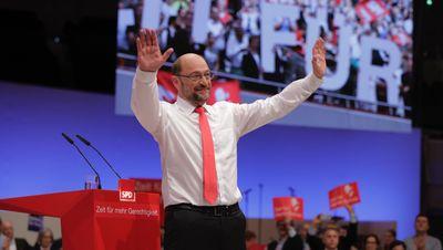 Foto: Martin Schulz nach seiner Rede beim Bundesparteitag in Dortmund