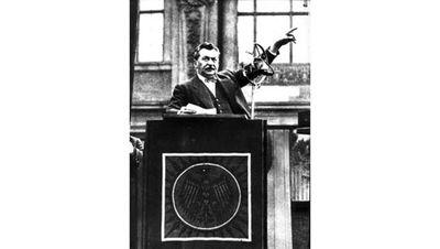 Foto: Otto Wels bei der Rede gegen das Ermächtigungsgesetz
