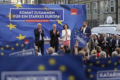 Foto: Udo Bullmann, Carsten Sieling, Katarina Barley und Lars Klingbeil bei der SPD-Kundgebung in Bremen