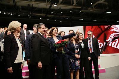 Foto: Sigmar Gabriel und der Parteivorstand mit der neugewählten Generalsekretärin Katarina Barley.