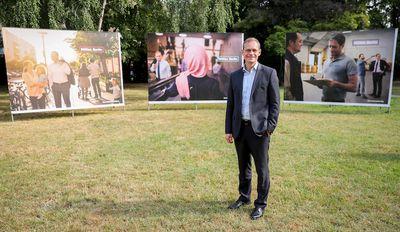 Foto: Michael Müller präsentiert die erste Plakatkampagne seiner Partei für die Abgeordnetenhauswahl
