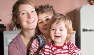Foto: Mutter mit zwei Kindern