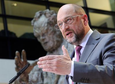 Foto: Martin Schulz gibt vor der Willy-Brandt-Statue in der Parteizentrale in Berlin ein Statement ab