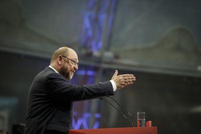 Foto: Martin Schulz dankt SPD-Anhängern nach seiner Rede im Willy-Brandt-Haus in Berlin