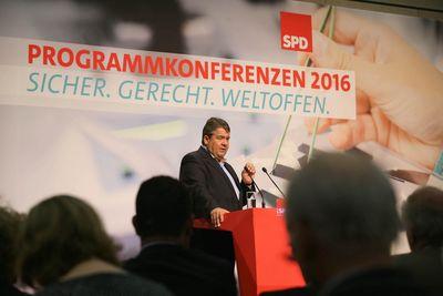 Foto: Sigmar Gabriel redet bei der Programmkonferenz Arbeit