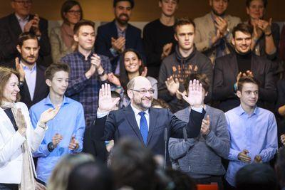 Foto: Martin Schulz dankt SPD-Anhängern nach seiner Nominierung zum SPD-Kanzlerkandidaten durch den SPD-Parteivorstand am 29. Januar 2017