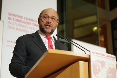 Martin Schulz spricht auf der Internationalen Konferenz der SPD