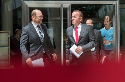 Foto: Boris Pistorius und Martin Schulz vor der Pressekonferenz