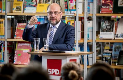Foto: Martin Schulz spricht am 18.05.2017 in Berlin mit Gästen der Helene-Nathan-Bibliothek in Berlin-Neukölln über Bildungspolitik