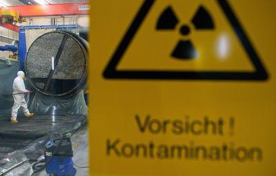 Foto: Ein Dampferzeuger aus dem stillgelegten AKW Obrigheim wird zerlegt.