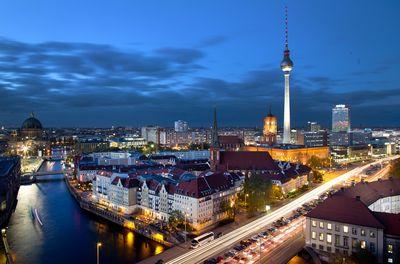 Foto: Blick auf das Berliner Nikolaiviertel bei Nacht