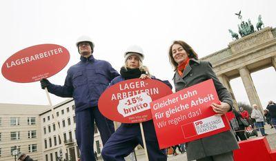 """Foto: Katarina Barley bei der DGB-Kundgebung zum Equal Pay Day """"Recht auf mehr!"""" in Berlin"""