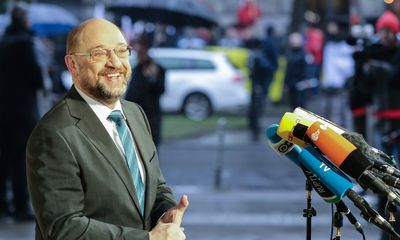 Foto: Martin Schulz gibt Journalisten am Willy-Brandt-Haus ein Statement